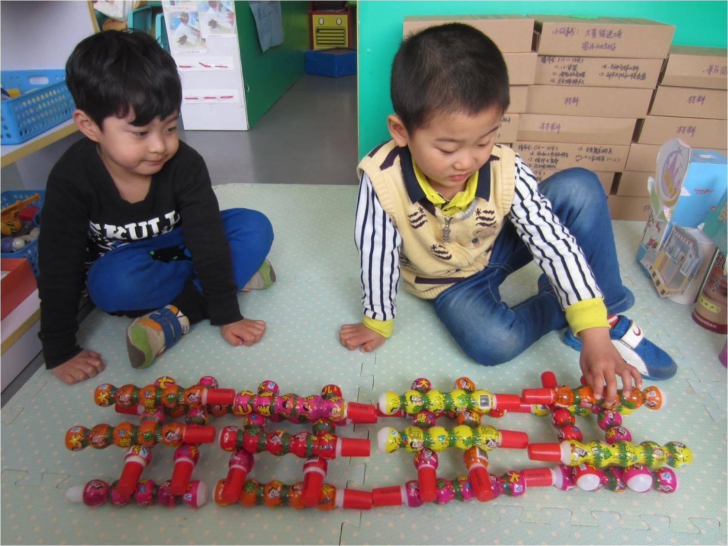 幼儿园小班建构区纸杯搭建图片